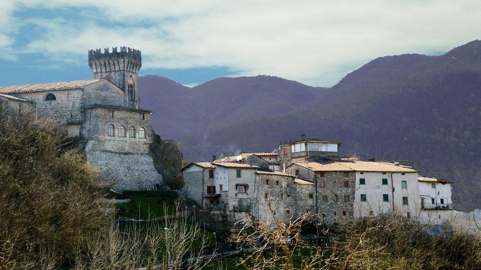 Ghivizzano-lucca-garfagnana-castello-borgo-toscana-italia