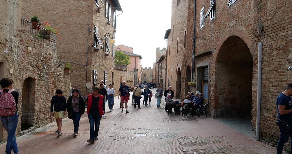 San Miniato e Certaldo - Passeggiata in Via del Boccaccio a Certaldo Alto.