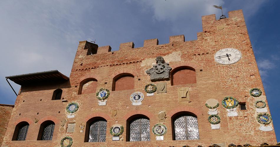 San Miniato e Certaldo - Facciata del palazzo pretorio con stemmi