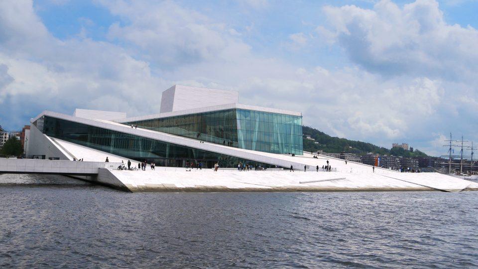 Oslo. Il palazzo dell'opera, moderna costruzione kin marmo di Carrara, divenuta ormai il simbolo di Oslo.