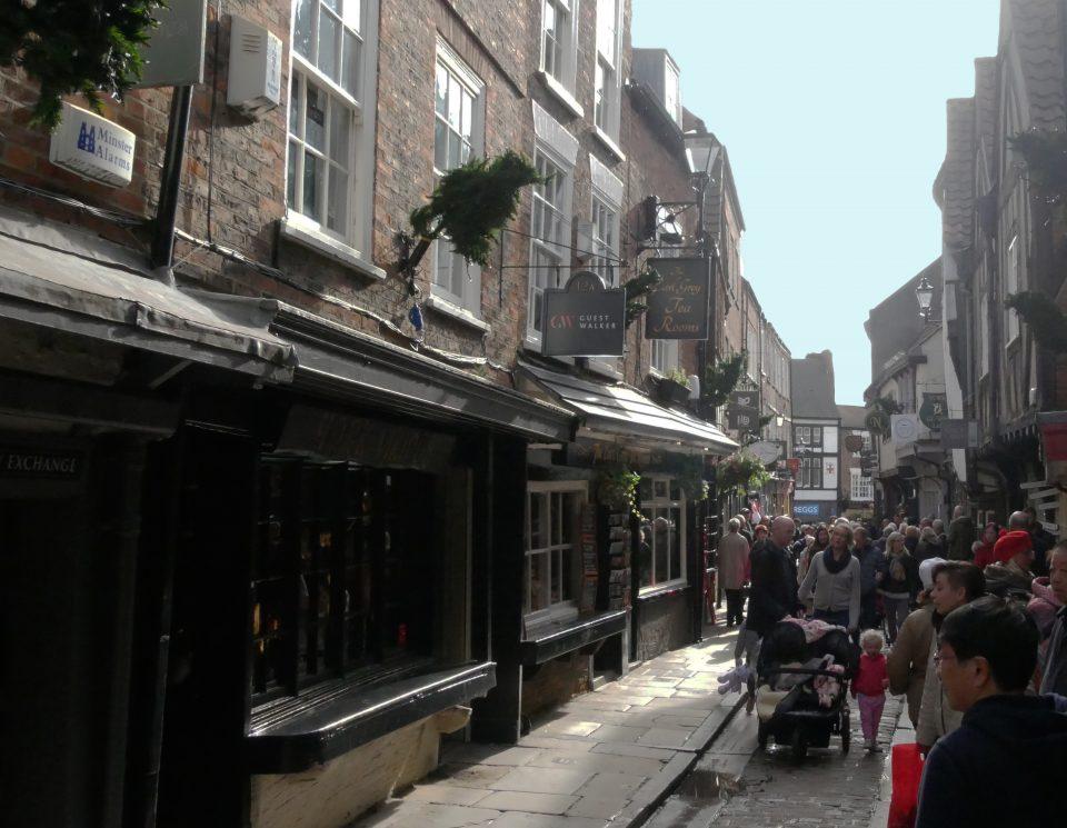 York. The shambles, la via del centro storico medievale.