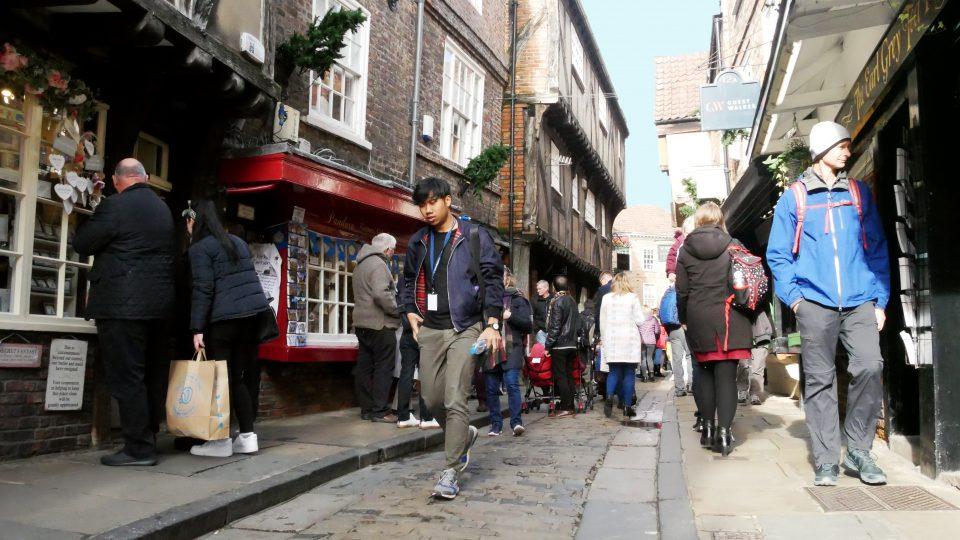 York. The Shambles, la via stretta con le case a graticcio.