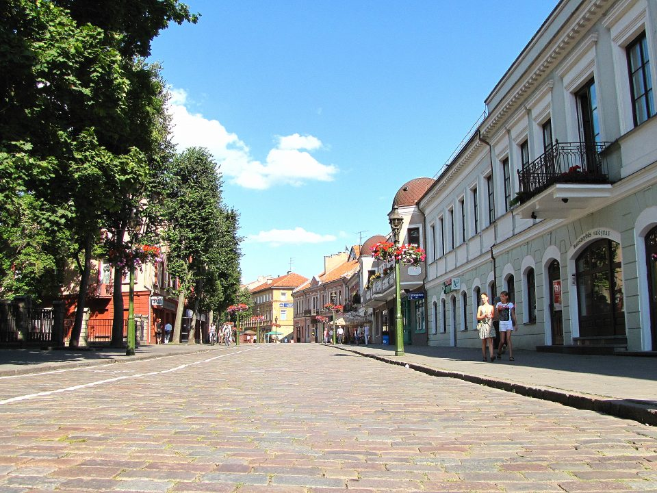 Kaunas. Vilniaus Gatvè, la strada principale della città, lunga passeggiata.
