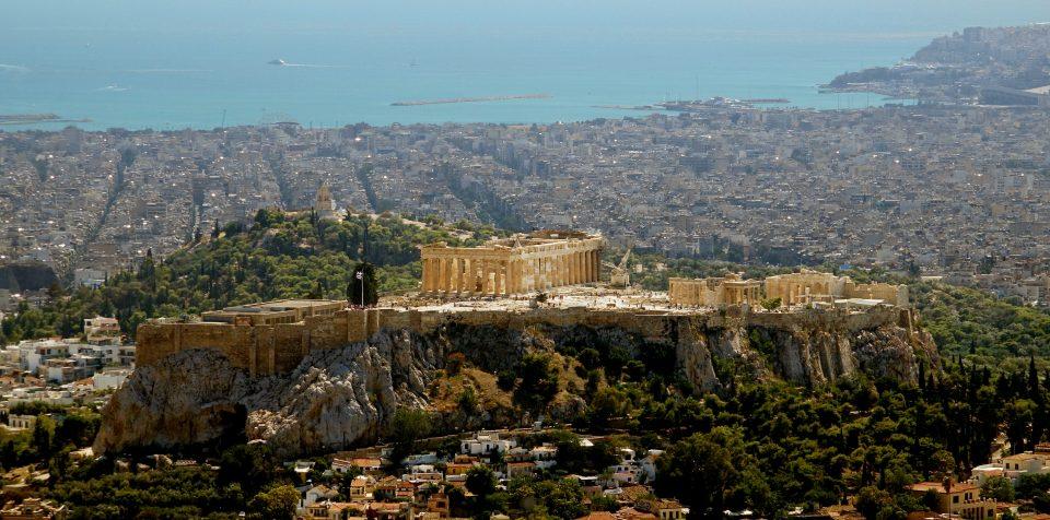 Atene. Vista dell'Acropoli dall'alto del Lykavittos.