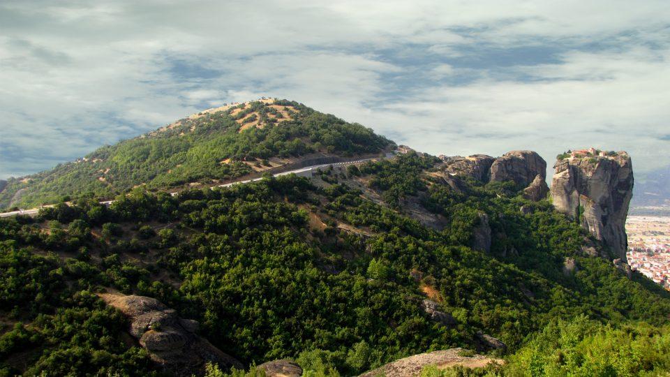 Meteore. Strada panoramica che gira attorno le Meteore.