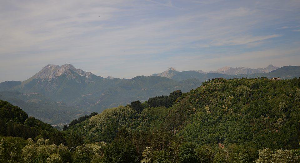 Coreglia. Vista delle Alpi Apuane