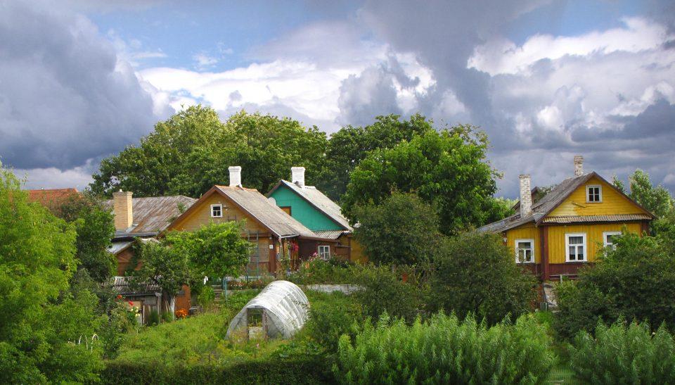 Trakai. Foreste e case in legno lungo il tragitto Vilnius - Trakai.