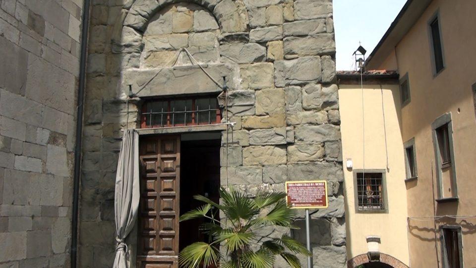 Coreglia. Chiesa di San Michele, con il famoso Ambone.