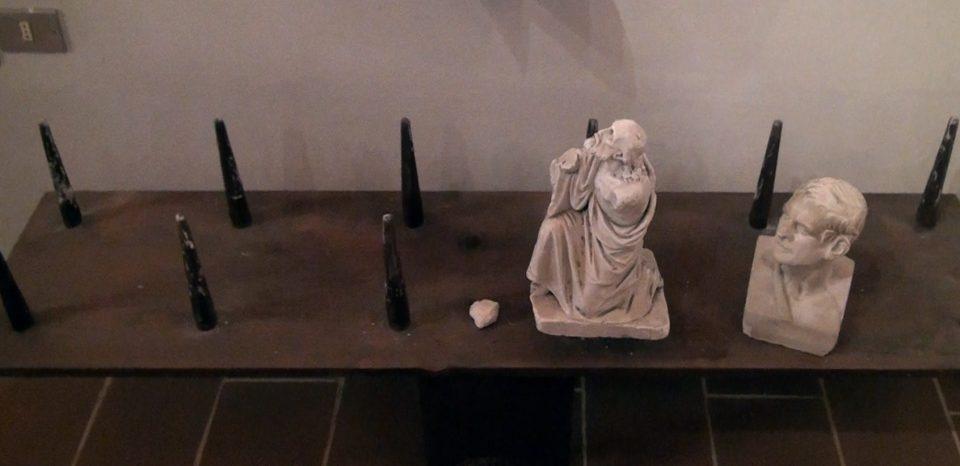 Coreglia. Tavoletta usata per il trasporto di statuette di gesso.
