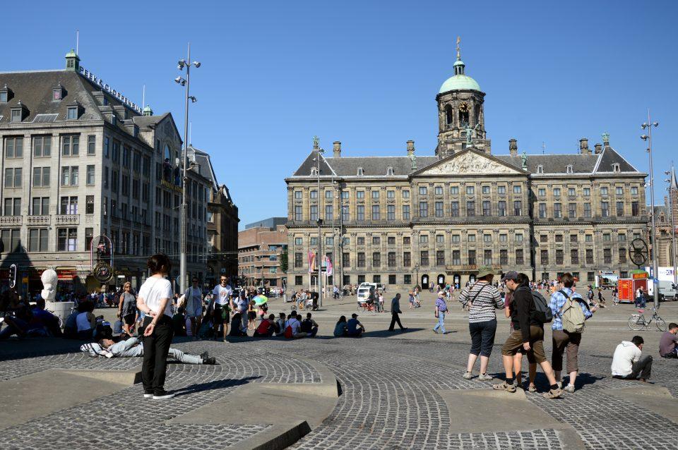 Amsterdam. Piazza del DAM, la piazza principale, il cuore della vita cittadina.