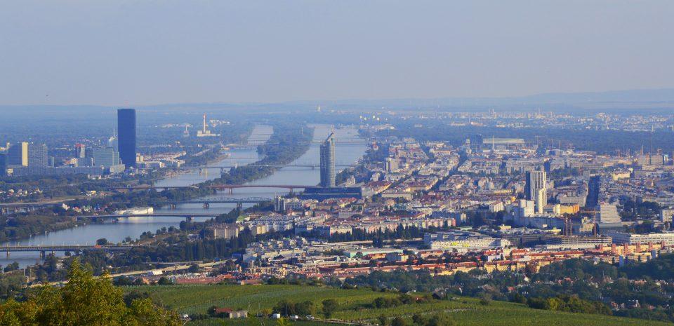 Vienna. Panorama sulla città visto da Grinzing.