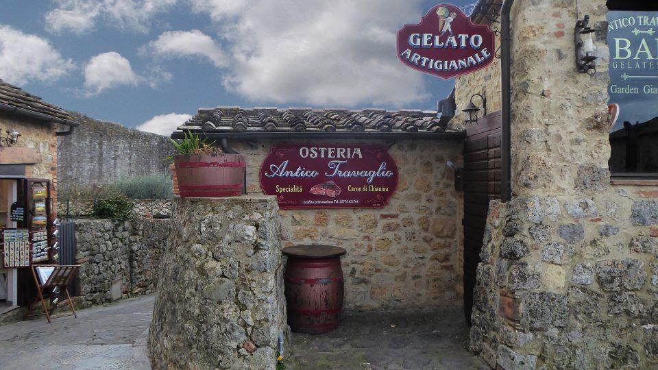 Monteriggioni. Tipica locanda all'interno del borgo.