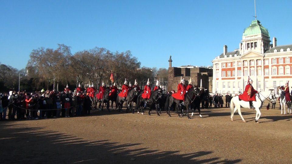 Londra. Arrivo della nuova guardia. In questo turno, reggimento deòòaa Queen's Life Guards