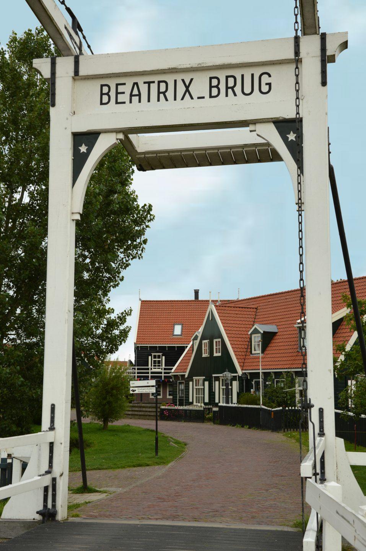 Edam Volendam Marken, Il pon te Beatrice all'ingresso di Marken.