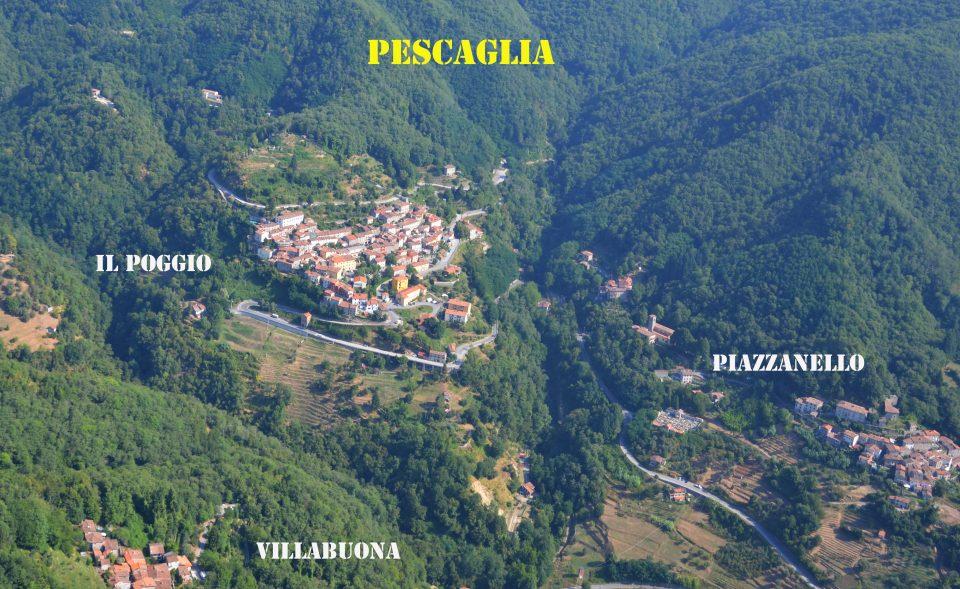 Pescaglia. Ripresa dall'alto dei tre terzieri. Il Poggio, Piazzanello e Villabuona.