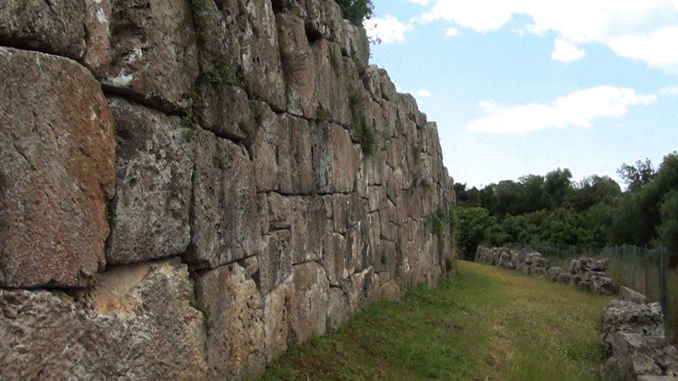 Cosa. tratto di mura difensive.