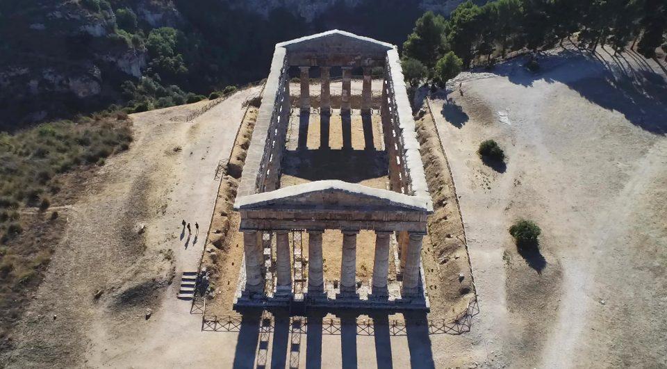 Viaggio in Sicilia. Segesta, il Partenone fotografato con il Drone.