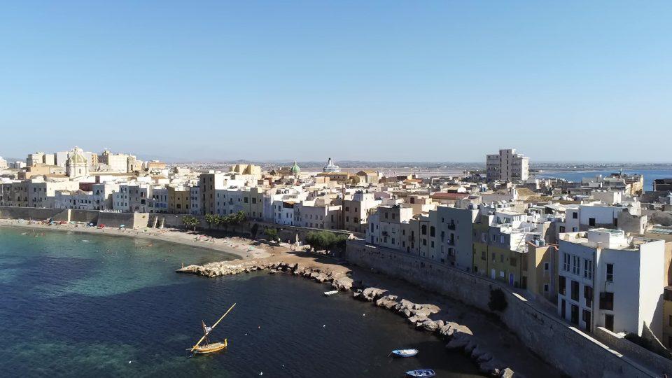Viaggio in Sicilia. Trapani visto dall'alto.