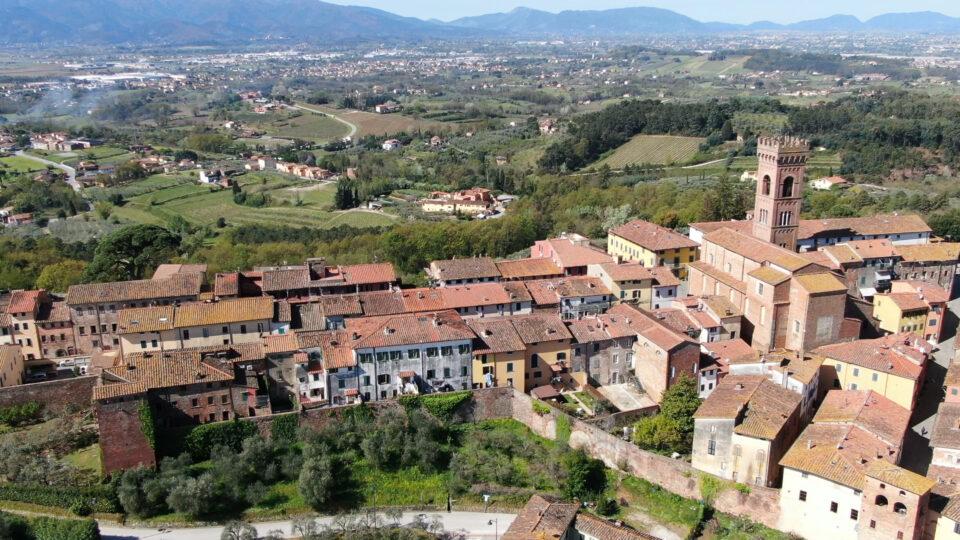 Montecarlo. Veduta del borgo dall'alto di un drone.