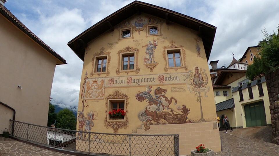 Castelrotto. Facciata dell'antico forno Burgauner, il più antico dell'Alto Adige.