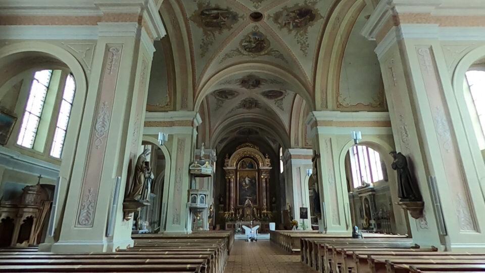 Castelrotto. Interno della parrocchiale.